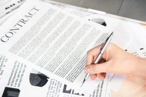 Подписание трудового контракта для получения визы