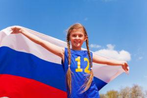 Девочка с российским флагом