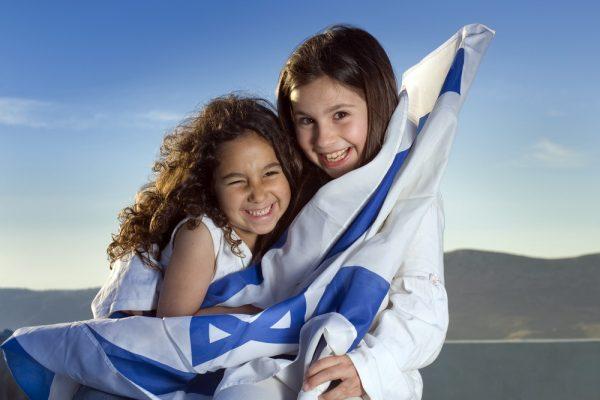 Дети с израильским флагом