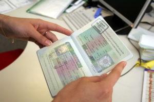 Изображение - Как получить шенгенскую визу на 5 лет pasport-s-visoj-300x200