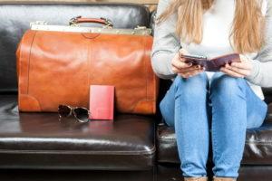 Девушка с багажом