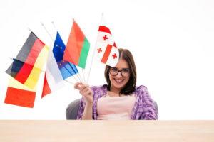 Девушка с флагами