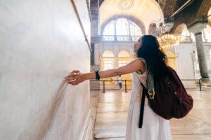 Девушка в мечети