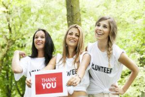 Девушки волонтеры