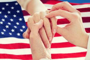 Флаг США и обручальное кольцо
