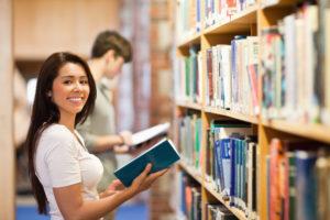 Люди в библиотеке