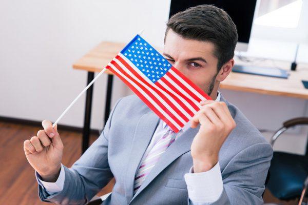 Бизнесмен с флагом США