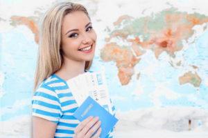 Девушка с билетами