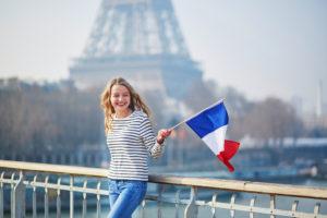 Девушка с флагом Франции
