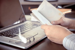 Паспорт и ноутбук